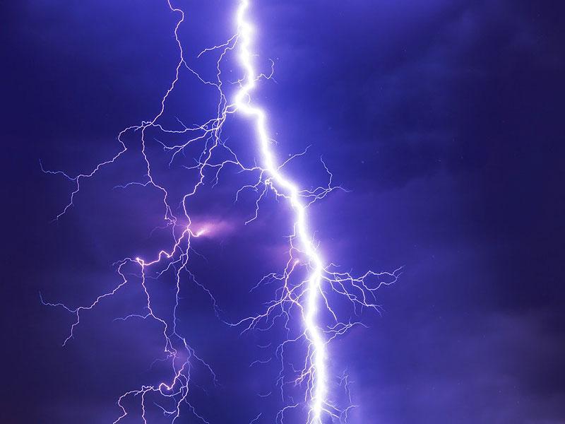 statische Elektrizität erzeugt durch einen Blitz